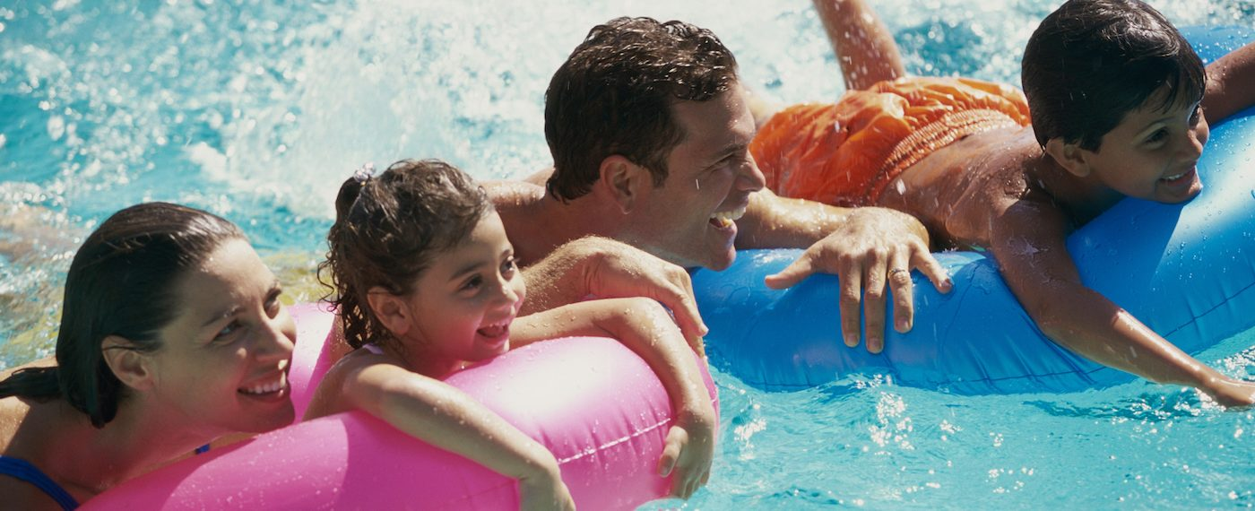 family-on-tubes-water-park
